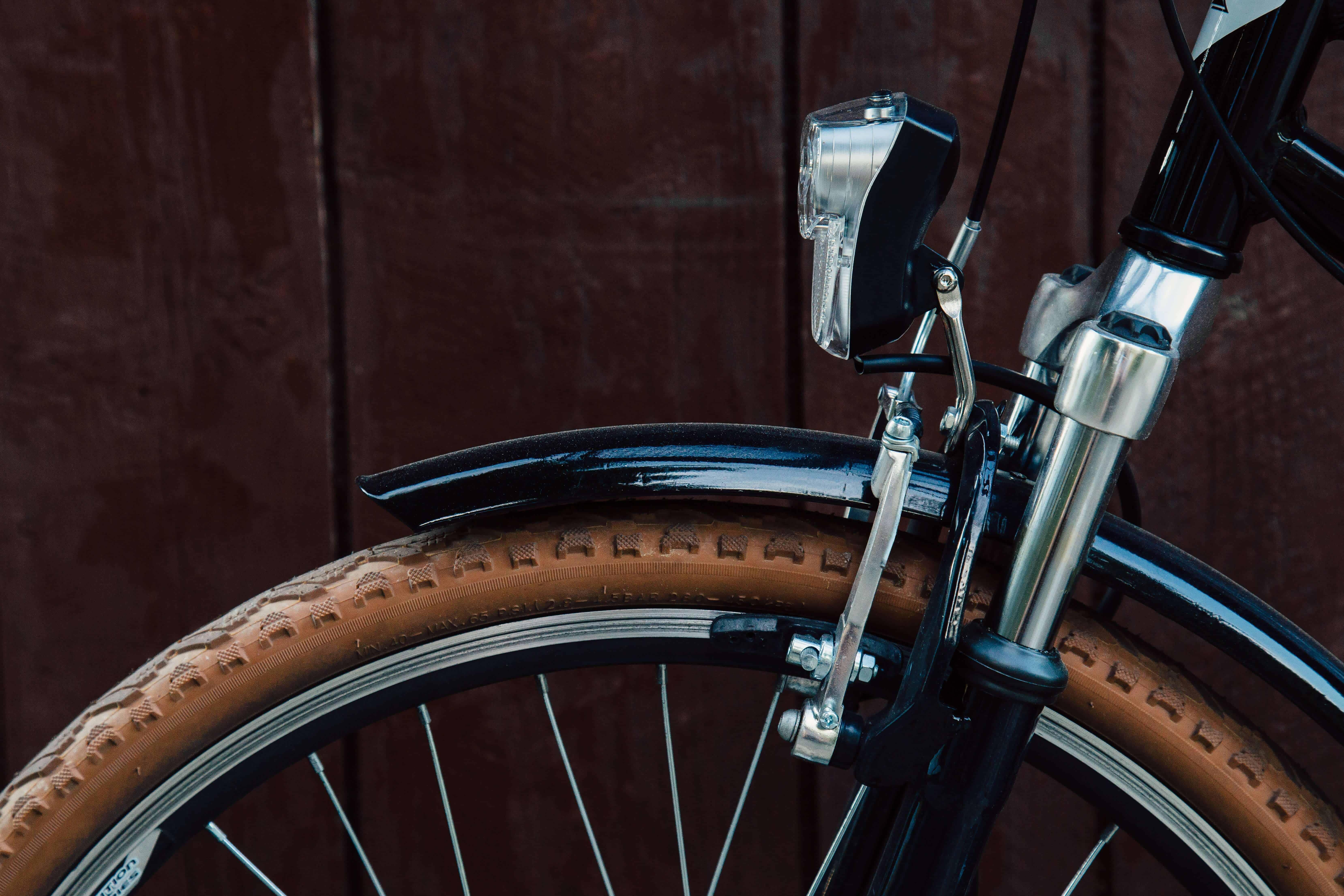 Fahrradlicht am Vorderrad eines Fahrrads