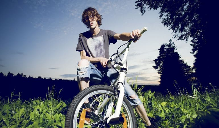 BMX Sportler in der Natur