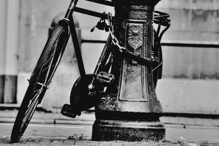 Fahrrad an Laterne