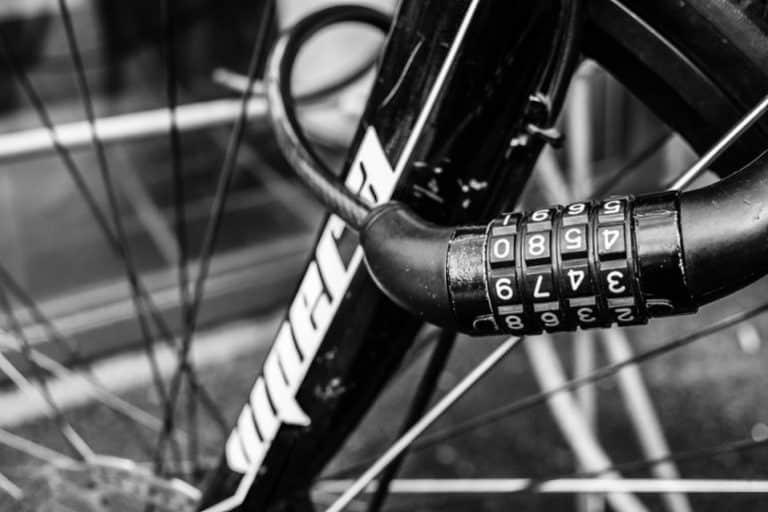 Zahlenschloss an Fahrrad